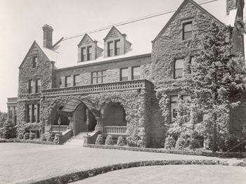 Longyear Mansion Moves from Marquette (1903)